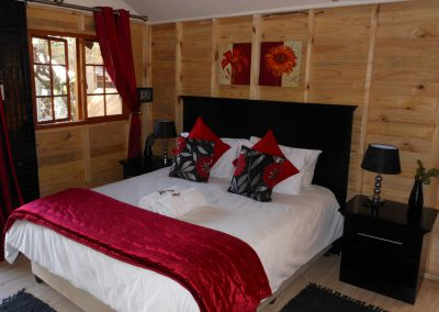 Marula-bedroom-1-log-cabin-bed-and-breakfast-house-on-york