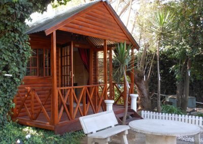 Marula-entrance-3-log-cabin-bed-and-breakfast-house-on-york