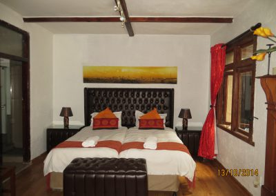 Orchid-Bedroom-Cottage-Bed-and-Breakfast-Accommodation-house-on-york