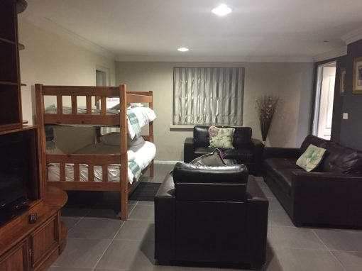 big-morning-hill-unit-guest-house-large-cottage-lounge-with-beds