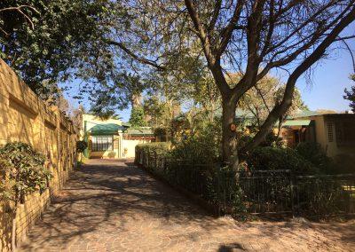 royal-oak-guest-house-Driveway