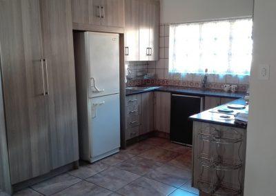 unit-1-royal-oak-guest-house-kitchen