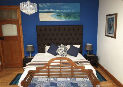 unit-2-royal-oak-cottage-main-bedroom-3